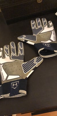 Under armour football gloves Whitby, L1N 9W9