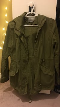 Green button-up jacket London, N6B