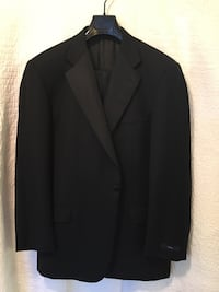 Hickey  Freeman Classuc Black Tuxedo, size 44 Reg ,  38 W Washington, 20024