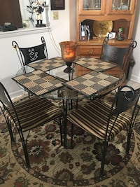 Dining room table w 4 chairs  West Chicago, 60185