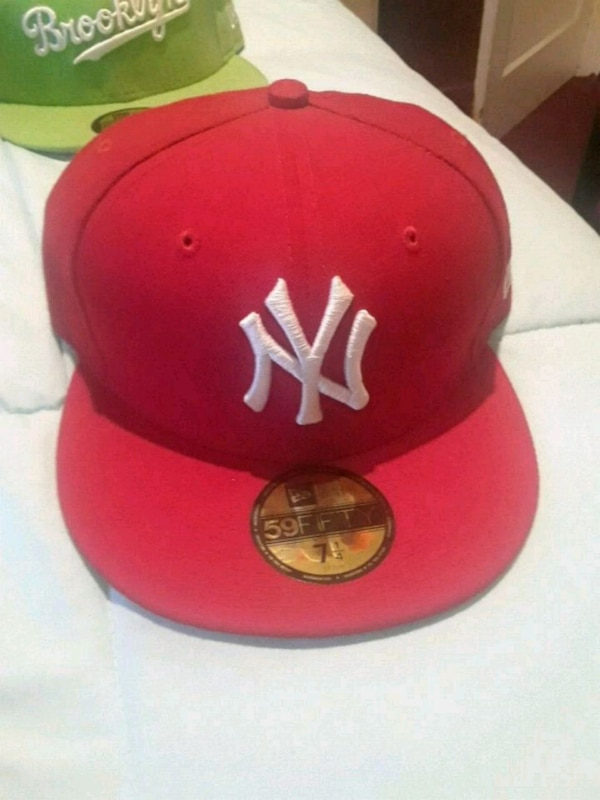 Used white and red New York Yankees snapback for sale in Queens - letgo eefe6083e8d