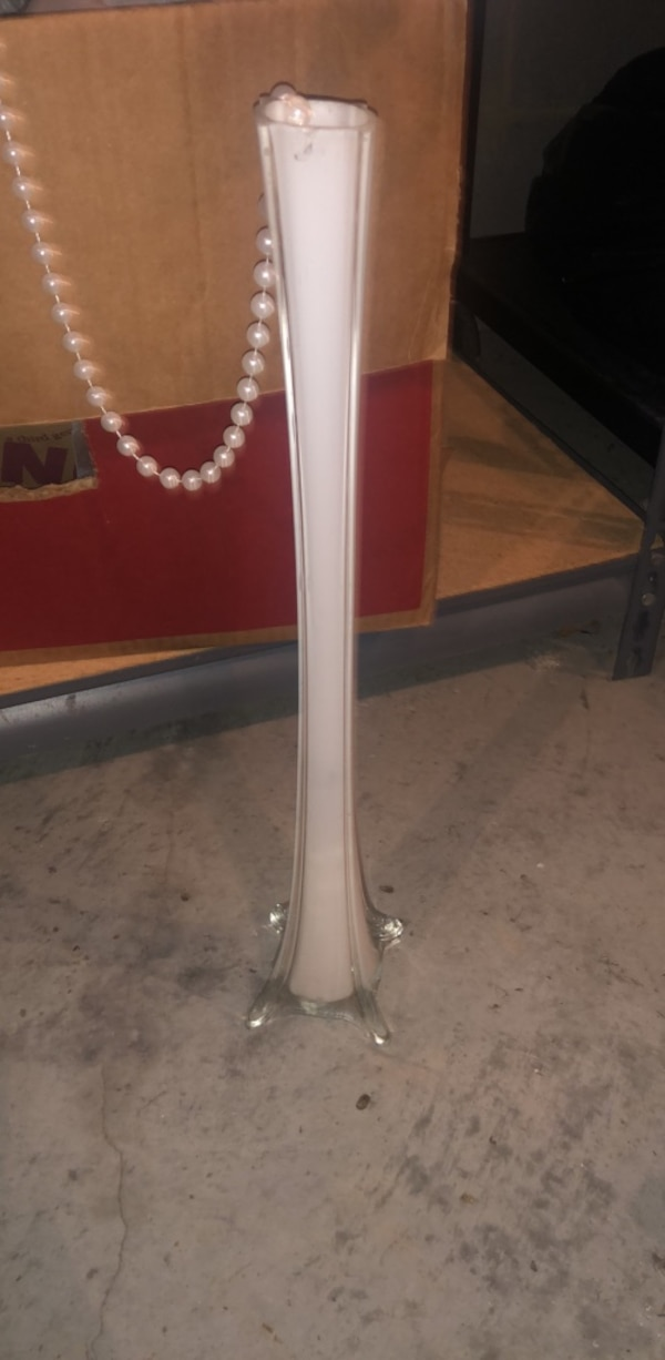 Used White Eiffel Tower Vases 12 For Sale In Midlothian