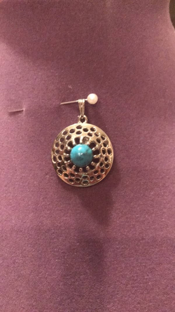 Pretty!!!!Silver Turquoise Pendent 514d2640-978d-4741-b5b4-3a04517dab4a