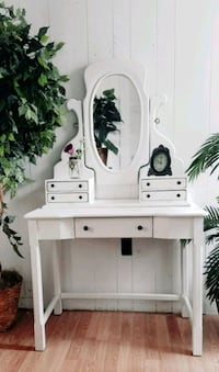 Beautiful vanity makeup table desk French country bedroom  Chester, 10918