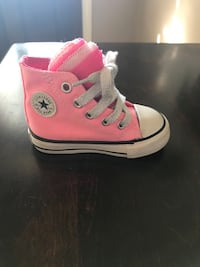 Toddler's unpaired pink converse high-top sneaker