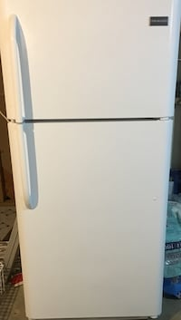 Very nice and clean Frigidaire fridge. A little over 18 cu. feet. A white fridge in good working order. No dings, or dents. All ready to go for you. Thanks Odenton, 21113
