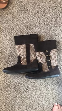 Coach Boots  Seattle, 98116