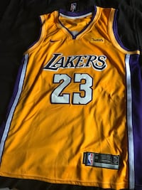 Lakers jersey medium Paterson, 07502