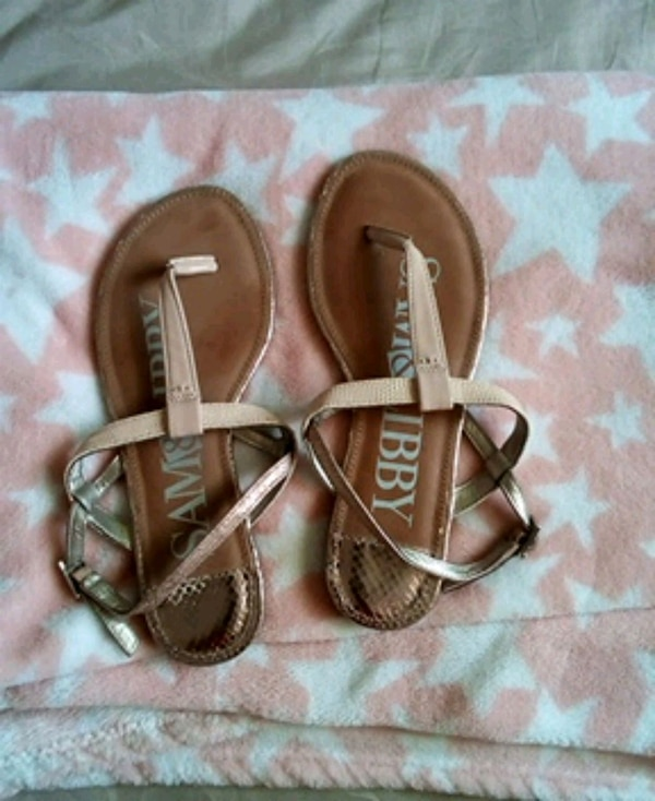 d922f688d Used Sandals size 7 1 2 for sale in Fresno - letgo