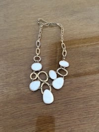 WHITE & GOLD NECKLACE - COLLIER OR & BLANC Laval, H7P 1Z7