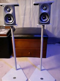 Little speakers,  sound awesome.  Ottawa, K2P 0M7