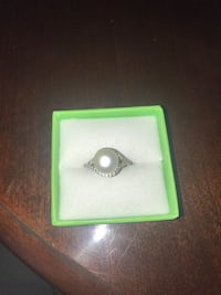 Pearl and silver ring with diamond chips Palmdale, 93552