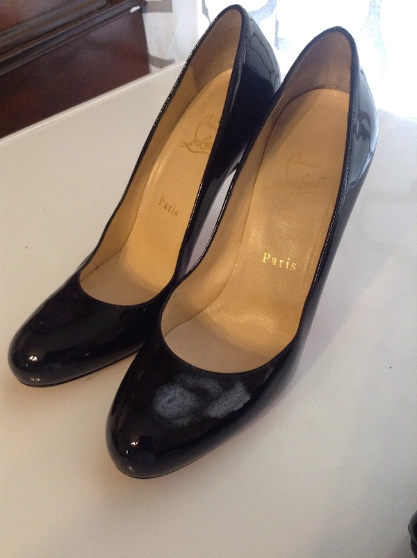 innovative design c28a6 56434 Pair of black leather pointed toe pumps shoes Christian louboutin