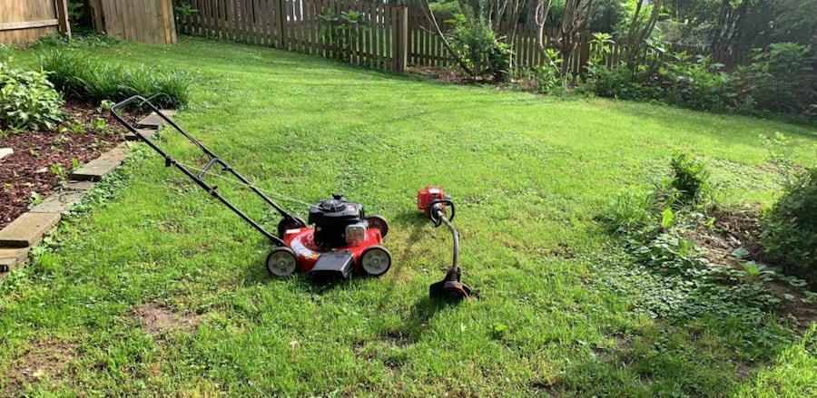Lawn mowing yard services ( mowing your yard) 2d7297a4-9096-4efc-b784-7423475c8680