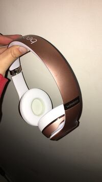 Rose gold beats by dr. dre wireless headphones Kitchener, N2A 3S5