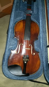 brown violin with bow in case Henderson, 89074