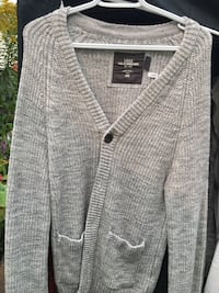 Grey knit sweater size M New Westminster, V3L