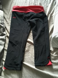 Black Red underarmour crops St Catharines, L2N 4R4