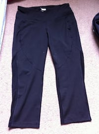 New Active summer and exercise knee pant ultimate size m Burnaby