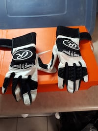whit-and-black Dynamic Fit System gloves Barrie