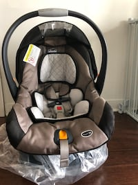 Chicco infant car seat with stand  Mississauga, L5B 0G6