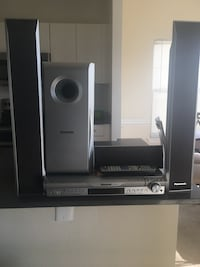Panasonic 5-Disc Home Theater Sound System (SA-HT740) Alexandria, 22305