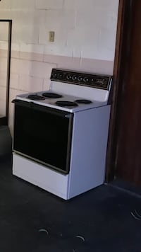 Works good, electric stove, color tan Winter Garden, 34787