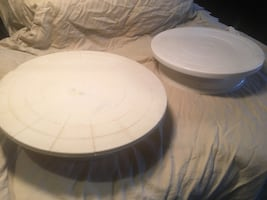 Cake decorating stands
