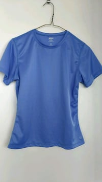 Ladies dry fit top, size small Burnaby