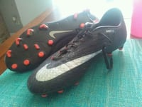 pair of black-and-red Nike cleats Farmersville, 93223