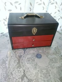 METAL TOOL BOX//SAFE//BOITE À OUTILS//STORAGE//10$ Châteauguay