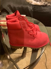 Pink Timberland boots size 10 girls Seat Pleasant, 20743