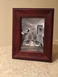"5"" x 7"" WOOD PICTURE FRAME Herndon, 20171"