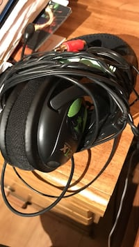 Black and green corded headphones Burke, 22015