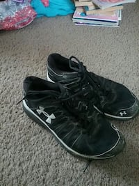 Size 3 Under armour!   just needs some cleaning!