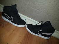 Black Nike shoes  Winnipeg, R3E 0Z6