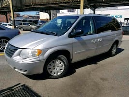 Chrysler - Town and Country - 2007 Minivan LOW mil