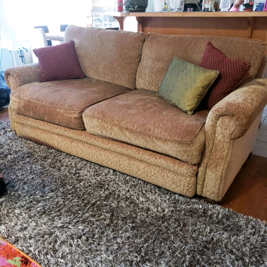 Beautiful n extremely comfortable sofa set