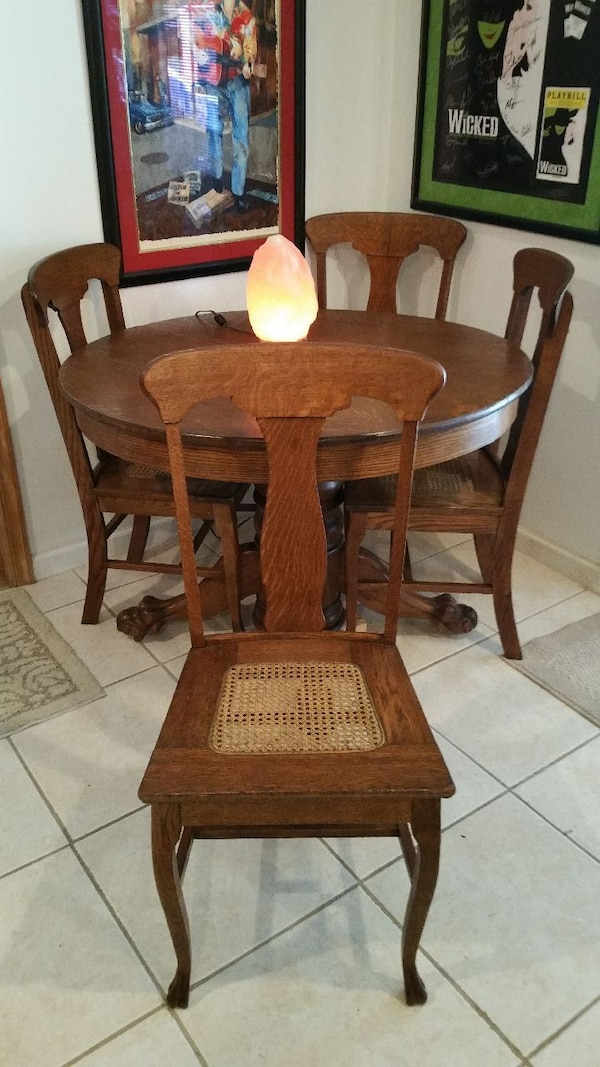 Stupendous Antique Claw Foot Table And Matching Chairs Spiritservingveterans Wood Chair Design Ideas Spiritservingveteransorg