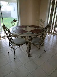 Table and four chairs Port Richey, 34668