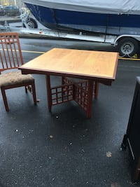 Square oak table with four chairs. Table top 45x45 Beaverton, 97008