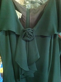 Women's green plunging neck prom dress size 16. Worn one time for a wedding. Paid 185.00 Yakima, 98901