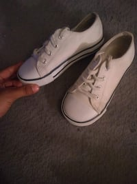 Unisex shoes size 6c Milwaukee, 53209