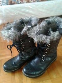 pair of black leather boots Montreal, H1S 2P5