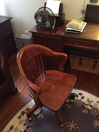 Wood desk and chair Richmond, 23223