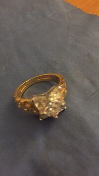Gold-colored ring with clear gemstones Everett, 98204
