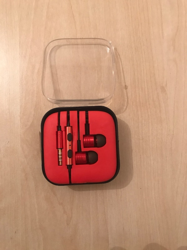 Brand new with box high sound earphone