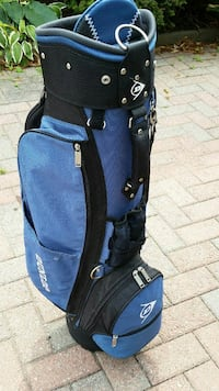 Golf bag with golf club cover/protector