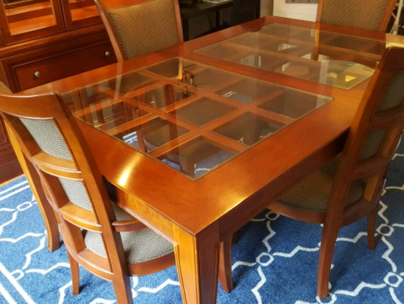Dining Room Set and China Cabinet f28a594c-f3df-49df-9804-4b69f44f7307