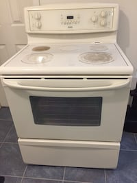 white Kenmore Range/ Stove in very clean running condition. Ceramic / Glass top.